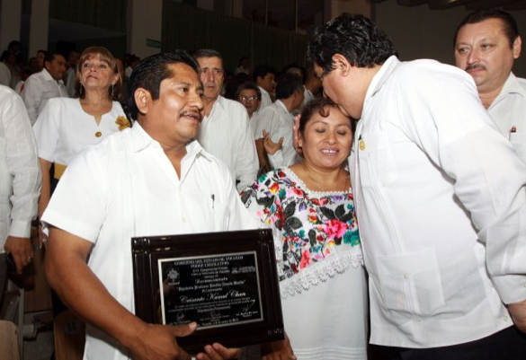 El Lic. Crisanto Kumul Chan, recibi la medalla Pnfilo Novelo Martn, en el Congreso del Estado, hoy mircoles 9 de enero de 2013.