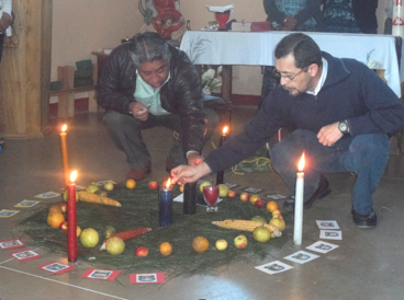 The opening prayer of the Third Cobán Event of December 4 and 5, 2012. The ceremony was intercultural (Maya-Catholic).