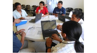 Waykan, left, with advanced students at the Congress of Maya Epigraphers, Vallodolid, 2013