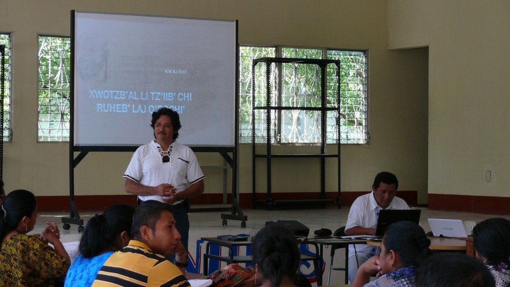 Carlos Quim, Director of the Education Program of the Ak' Tenamit Association, leading a discussion of the expectations of teachers about the workshop.